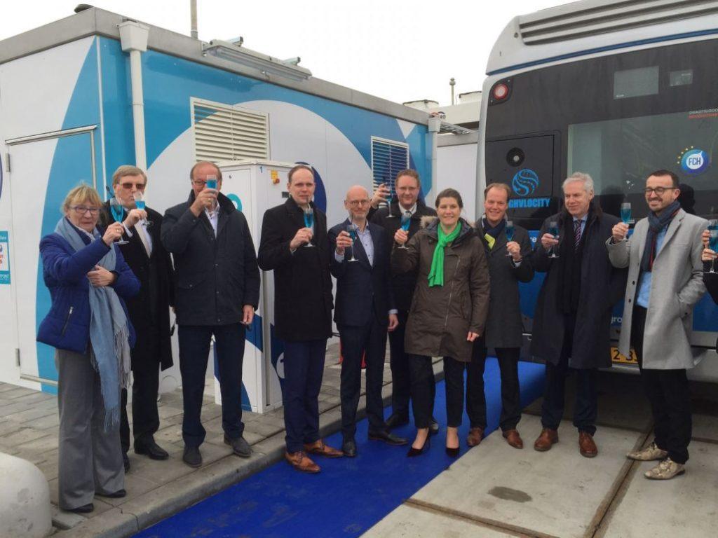 Tankstation voor waterstof in Delfzijl geopend
