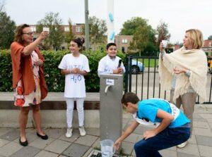 Kinderen gaan bewust om met kraanwater, behalve onder de douche