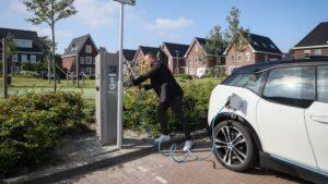Hoorn: honderdste elektrische laadpaal in gebruik genomen