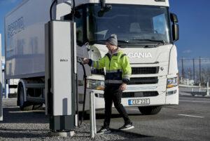 Scania, EVBox Group en ENGIE werken samen aan elektrificatie van vrachtwagens en bussen in Europa