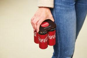 Coca-Cola start als eerste frisdrankenproducent met KeelClip™ verpakking