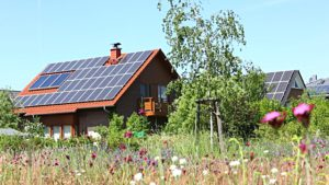 Zonnepanelen presteren beter op het platteland