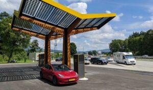 Fastned ziet omzet in eerste half jaar met 63% groeien dankzij sterk stijgende verkoop van elektrische auto's