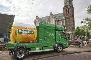 Heineken brengt bier naar binnenstad met elektrische tankbiertruck
