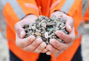 Kunstgrasveld gemeente Amsterdam krijgt duurzame fundering van restafval