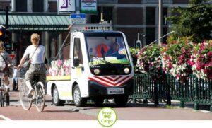 Elektrische bloemengieter rijdt uitstoot vrij en stilletjes door Amsterdam