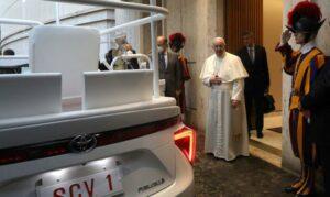 Paus Franciscus krijgt pausmobiel op waterstof