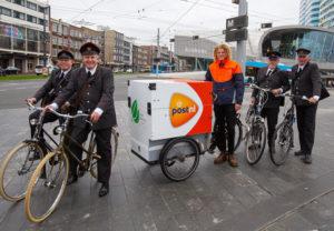 PostNL zet elektrische bakfietsen in voor Arnhemse post en pakketten