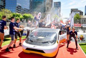Zonneauto TU Eindhoven behaalt goud op World Solar Challenge, vierde keer op rij