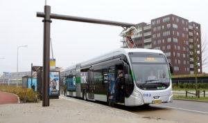 Tien nieuwe elektrische bussen op de route Zuidhorn-Groningen