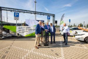 Eerste van 1000 extra openbare laadpalen in Groningen en Drenthe onthuld