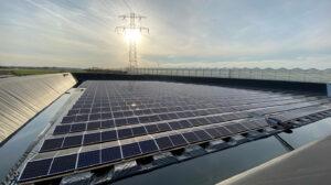 Duurzaam rendement voor glastuinbouw dankzij waterbassin en zonne-energie