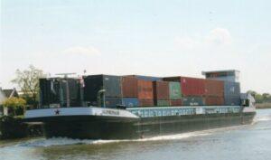Primeur Port of Moerdijk: De Alphenaar, varen op batterijen