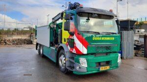 Dura Vermeer zet eerste (af fabriek) elektrische vrachtauto met knijperinstallatie in