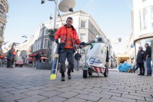 Elektrische bladblazers en stille stofzuiger gaan Arnhemse binnenstad schoonmaken