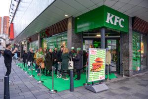 Eerste vegetarische KFC restaurant ter wereld kleurt groen