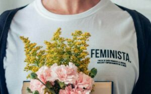 Waarom fast fashion en duurzame mode feministische kwesties zijn (en hoe jij kunt helpen)
