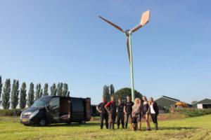 Plaatsing eerste kleine windmolen vanuit samenwerking