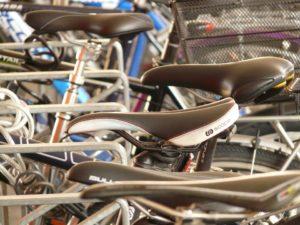 Flink veel nieuwe fietsparkeerplekken bij Zuid-Hollandse treinstations