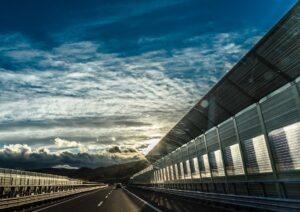 Rijkswaterstaat legt basis Europese standaard duurzame geluidschermen