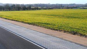 Rijden over zonnepanelen op Energieweg N401 bij Kockengen